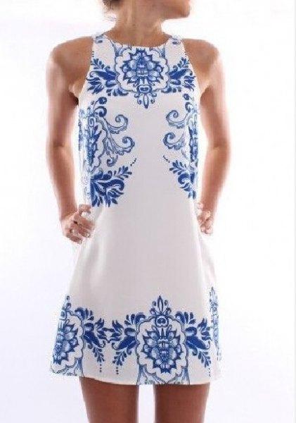 vit och blå stamtryckt mini-skiftklänning
