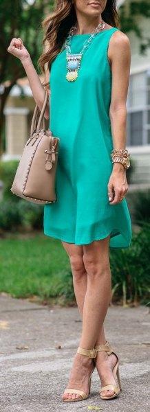 blågrön ärmlös mini-chiffongskiftklänning med boho-halsband