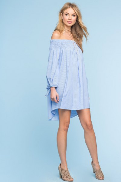 Himmelblå miniklänning med lång ärm och axel