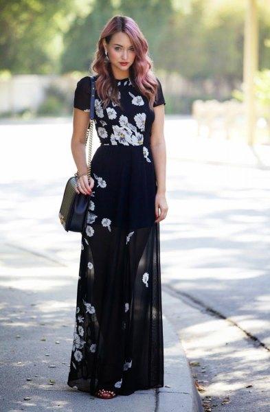 svart blommig t-shirt för att matcha den genomskinliga maxiklänningen