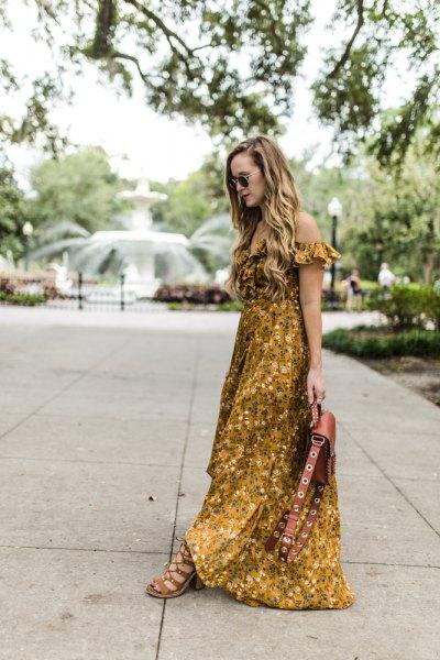 Golvlång klänning utan axel med blommönster