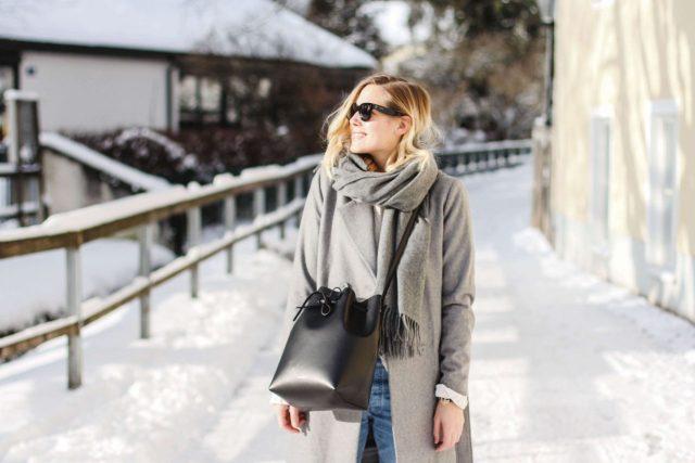 lång grå kappa
