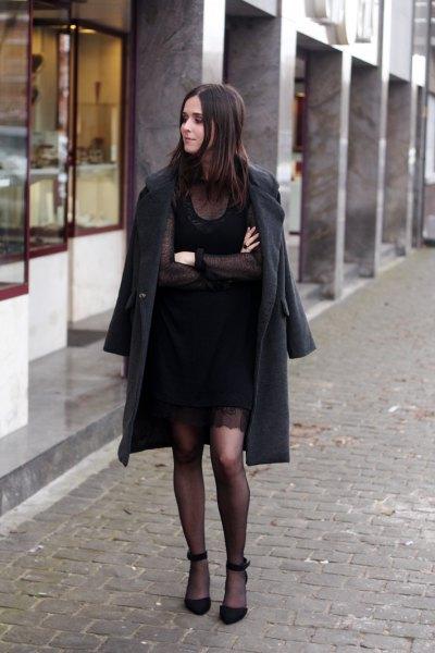 svart långfärgad ullrock med mini-skiftklänning