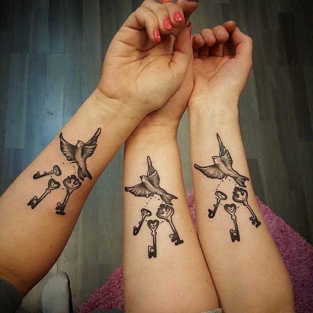 Duva nyckel tatuering inre arm