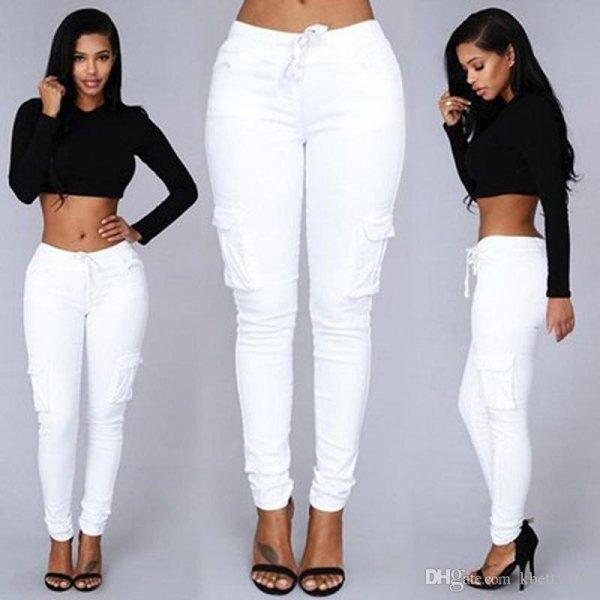 svart beskuren tröja vita jeans