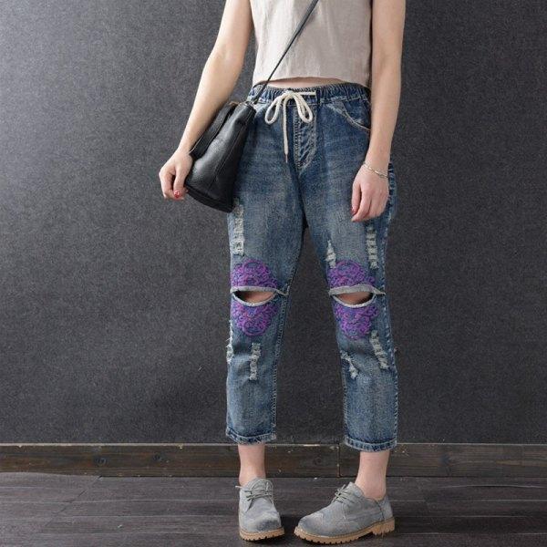 Ljusrosa crop top med hög midja rippade jeans