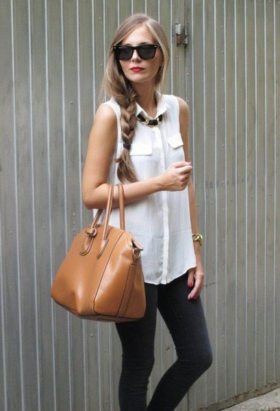 vit ärmlös blus grå skinny jeans