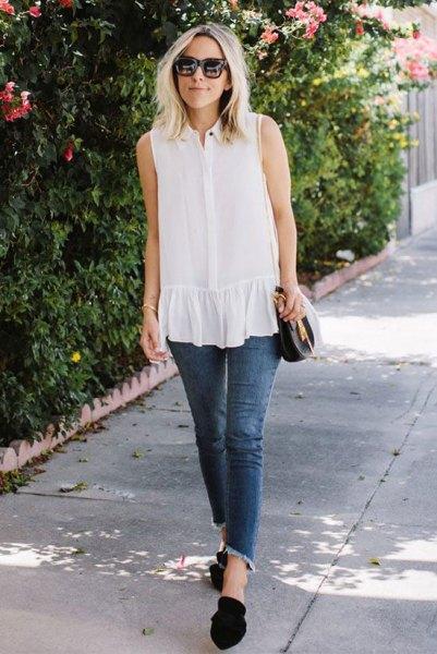 vitt ärmlöst rör med volanger och korta jeans