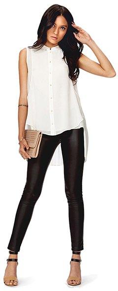 ärmlös blus i vit chiffong, svart läderjacka