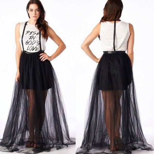 vit t-shirt med ärmlöst tryck och flared maxiresh kjol med svarta remmar