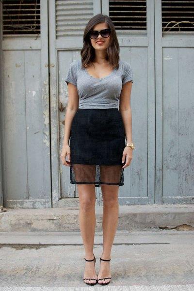 grå figur-kramande t-shirt med svart minikjol