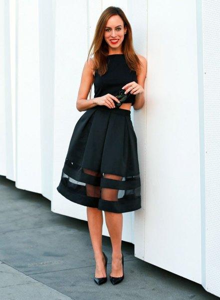 svart ärmlös crop topp med utsvängd midi mesh kjol