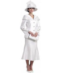 vit kyrkokjoldräkt med hatt och handväska