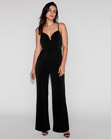 formell jumpsuit med svart spagettirem och älskling halsringning och klackar med öppen tå