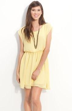gul ärmlös mini-chiffongklänning med rynkad midja