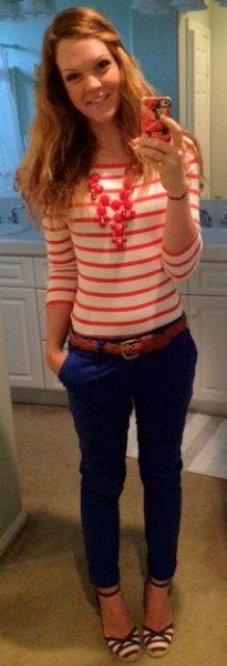 blå skinny jeans rött läderbälte