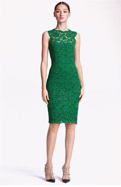 grön ärmlös, figur-kramande midiklänning