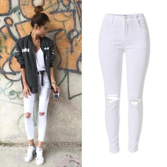 grå bomberjacka med korta vita skinny jeans med hög midja