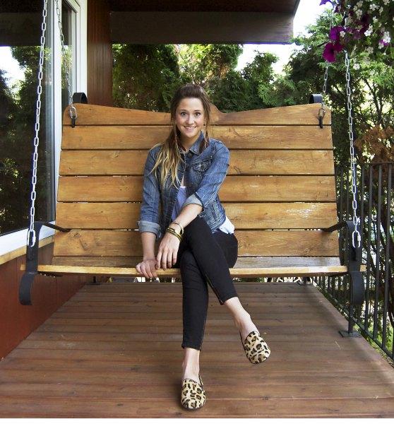 Loafers med leopardmönster, blå jeansjacka