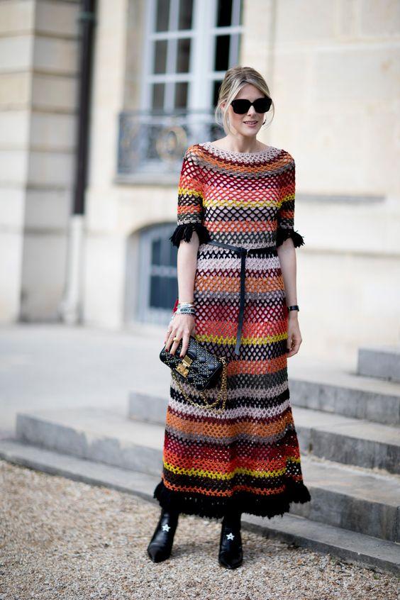 Virkad klänning jordfärger