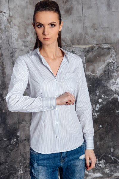ljusblå randig slim fit skjorta med raka ben