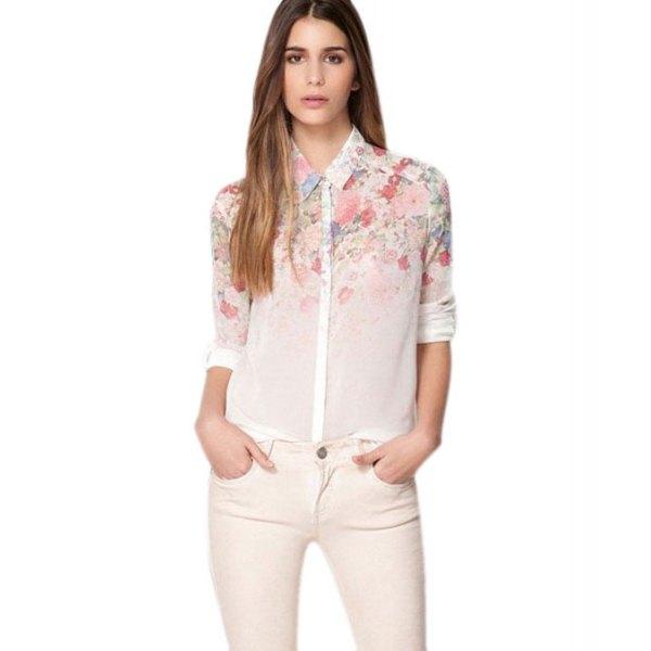 Smala jeans gjorda av en vit chiffongskjorta med blommönster