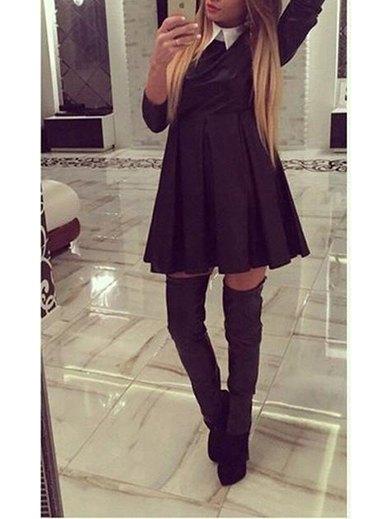 svart veckad gungklänning med grå överknee stövlar