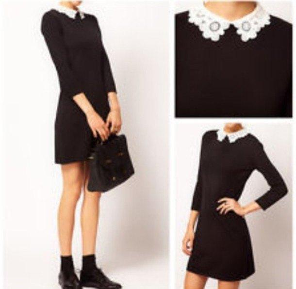svart miniklänning med vit spetskrage