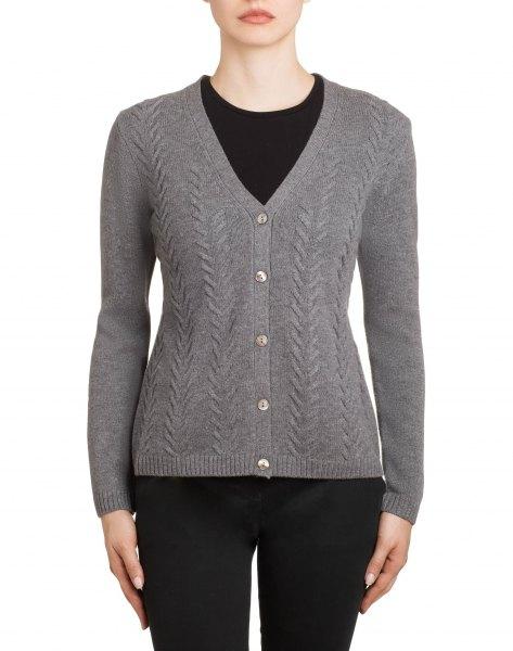 grå strukturerad kofta med V-ringning och svarta skinny jeans