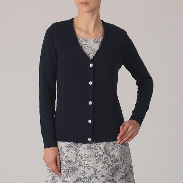svart kofta med grå, broderad midiklänning