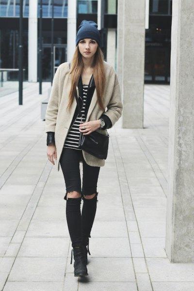 Ljusrosa ullrock med svartvit randig linne