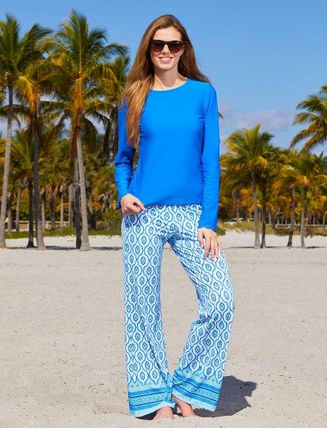 Kungsblå långärmad topp med stamtryckta strandbyxor med vida ben