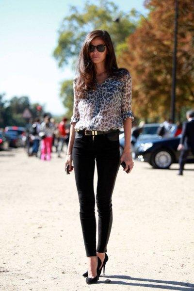 Blus med leopardmönster, smal byxa och ballerinor