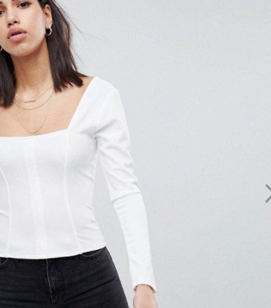 vit långärmad topp med svarta skinny jeans