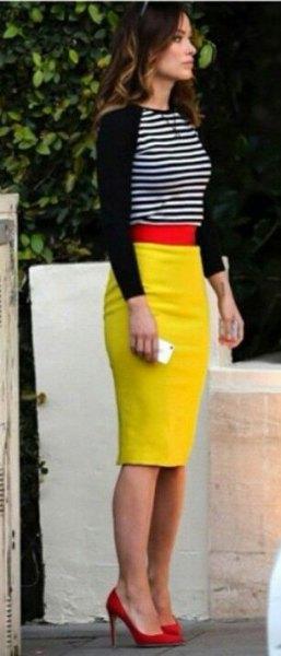 svart och vit randig tröja och citrongul midi bodycon kjol