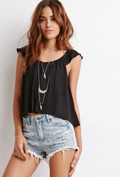 svarta jeansshorts med scoop halsringning och scoop neckline