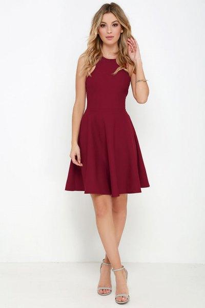 Burgundy skater klänning ljusrosa klackar