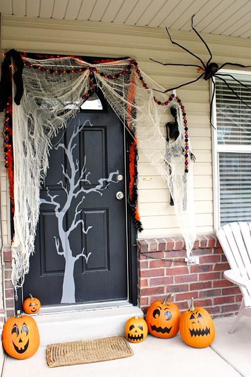 40 häftiga Halloween-dörrdekoridéer - DigsDi