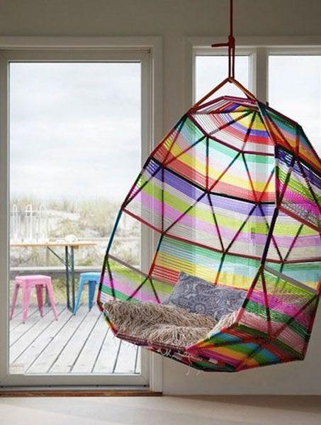 Flerfärgad hängstol |  Rainbow stolar, unik stol design.