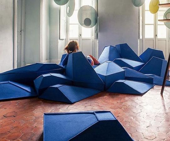 Geometrisk formad möbel