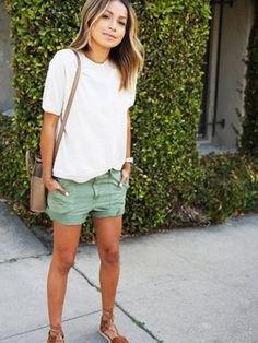 vit t-shirt grå khaki last shorts
