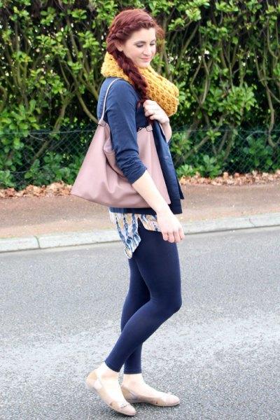ljusrosa ballerinas denimskjorta marinblå leggings