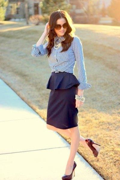 svart och vit rutig skjorta marinblå peplum kjol