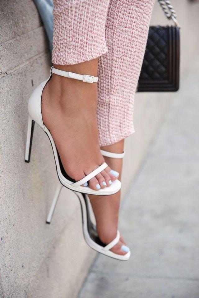 vita sandaler med öppen tå