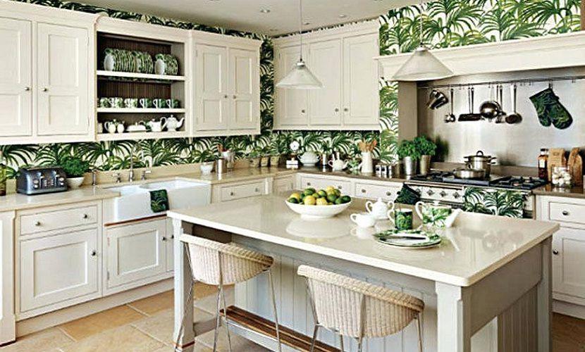 Idéer för tropiskt kök med dekorativt köksskåp.