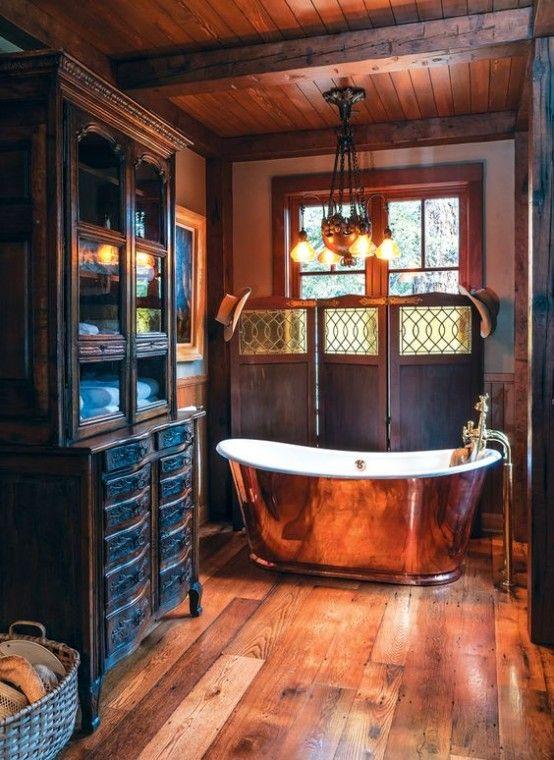 32 sätt att införliva exponerade träbjälkar i badrumsdesigner.