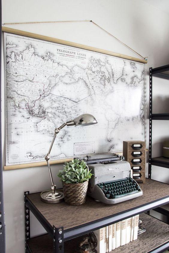 en stor karta för en industriell hemmakontorsdesign |  Vintage hem.