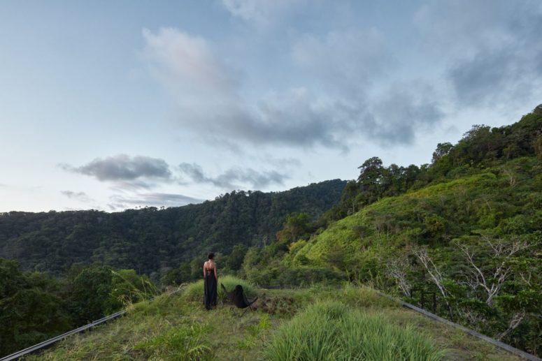 Costa Rica djungelvilla med en industriell fasad - DigsDi