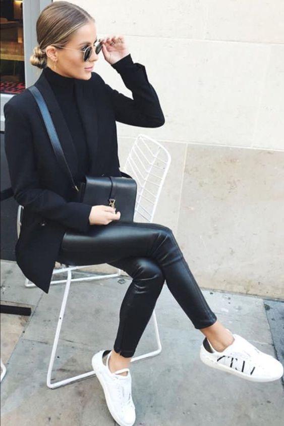 Svarta läderbyxor att ha på sig under hösten 2020    Svart läder .