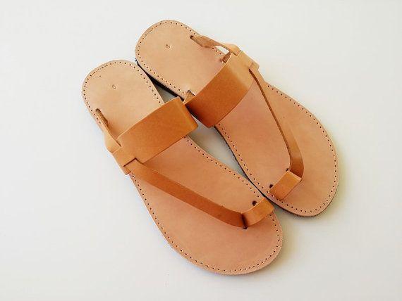 Sandaler för tåringar för kvinnor i brunt med läderband - handgjorda.